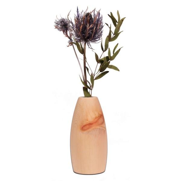 Die Vase wird per Handarbeit in unserer kleinen Werkstatt im Zillertal hergestellt. Gedrechselt aus massivem und herrlich duftendem Tiroler Zirbenholz.